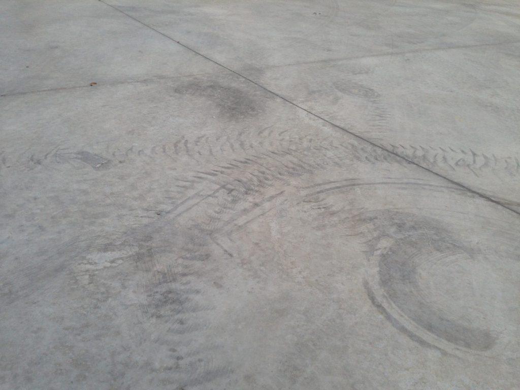 DeepEx Power Brush für die Reinigung von Betonplatten