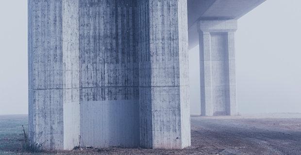 Die Druckfestigkeit von Beton wird in DIN-Festigkeitsklassen angegeben. Werte und Berechnungen für verschiedene Betonarten und deren Druckfestigkeitsklassen finden Sie hier!