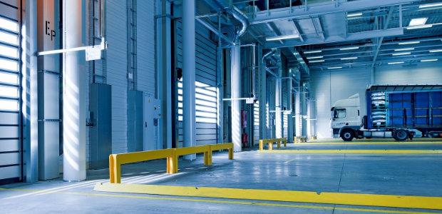 Industrieboden reinigen: Die Reinigung von Industrieböden ist je nach Material und Art der Verschmutzung zu gestalten. Prophylaktisch empfiehlt sich eine Verkieselung / Versiegelung - vor allem bei Beton.